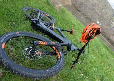 ebikemerindades detalle bici y casco 2